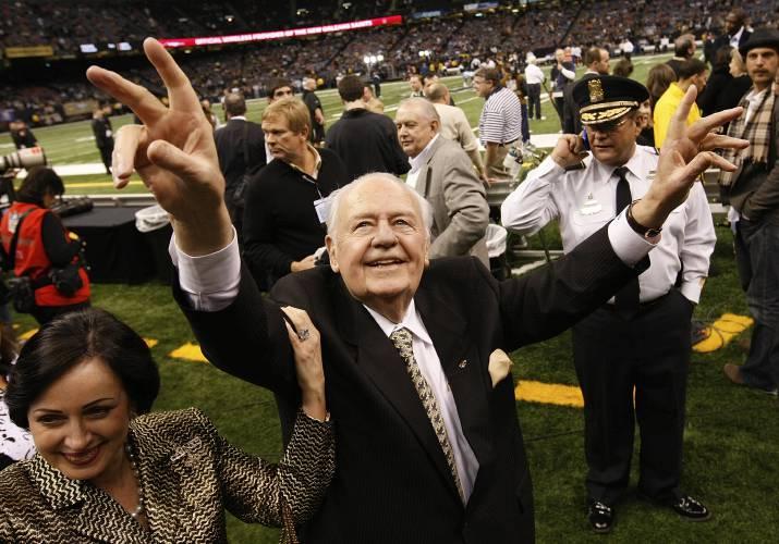 Saints, Pelicans owner Tom Benson dies at age 90