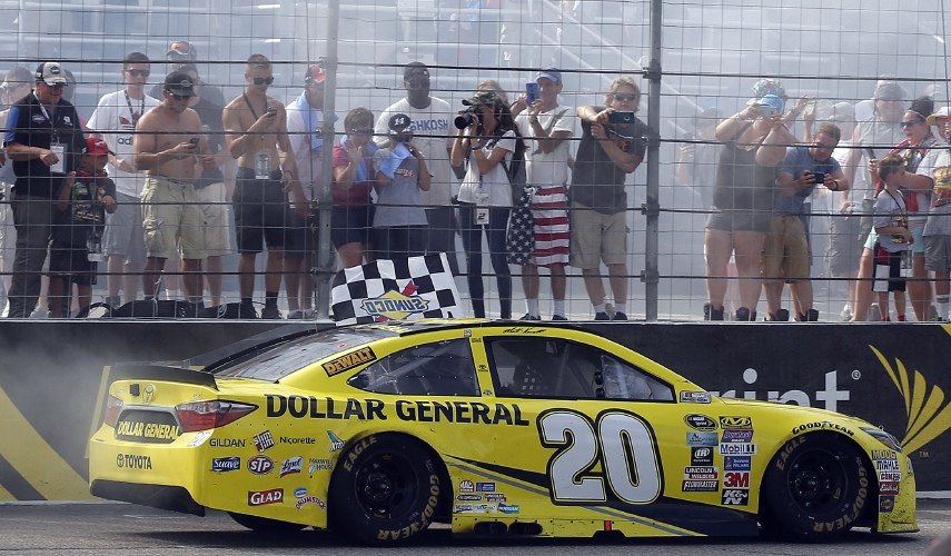 Kenseth pulls away late to win Cup race at NHMS