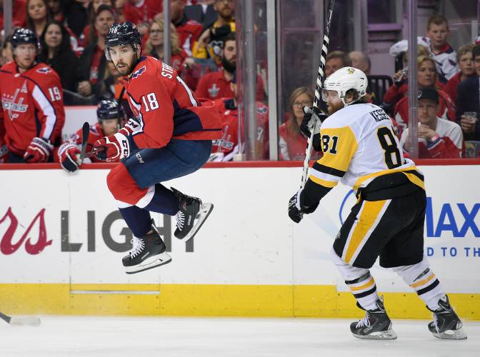 Penguins erase 2-goal deficit to beat Capitals, 3-2, in Game 1