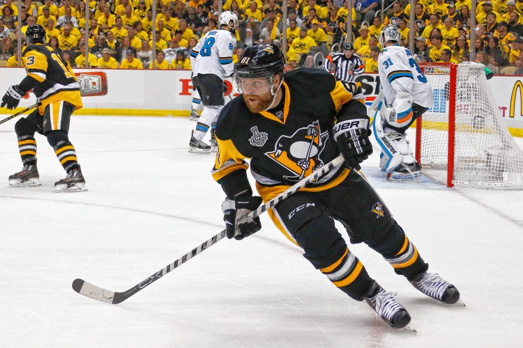 Kessel, Penguins look to close out Sharks in Game 5