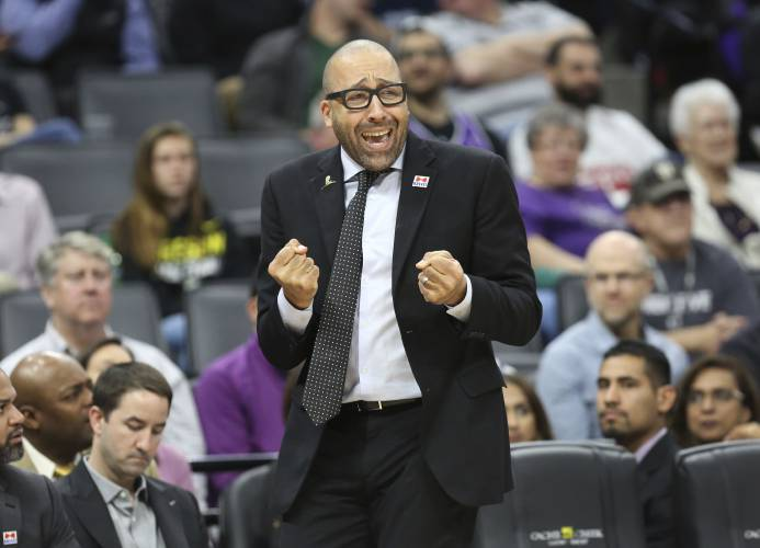 Pro basketball: Knicks hire Fizdale as head coach