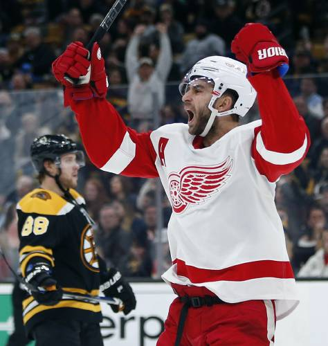 superior quality 52935 6d53d Nielsen, Howard help Red Wings beat Bruins, 4-2