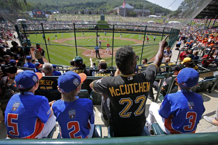 new york c0c70 9263b Cardinals, Pirates in awe of Little League spectacle