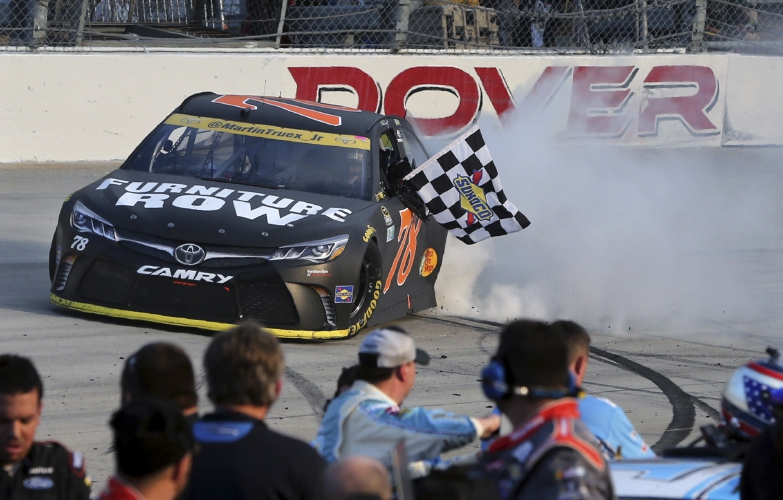 truex dominates at dover for 2nd chase victory of season