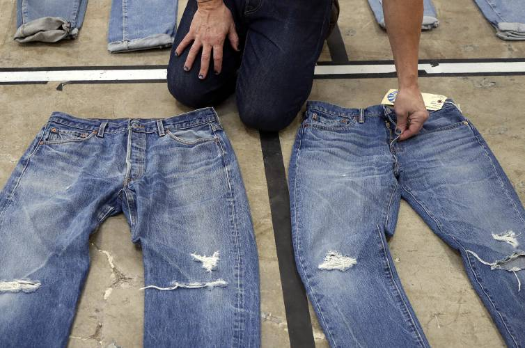 e4efefc5296 One more time: Levi Strauss goes public again