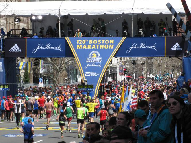 Would-be Boston Marathon runners miss qualification after course error