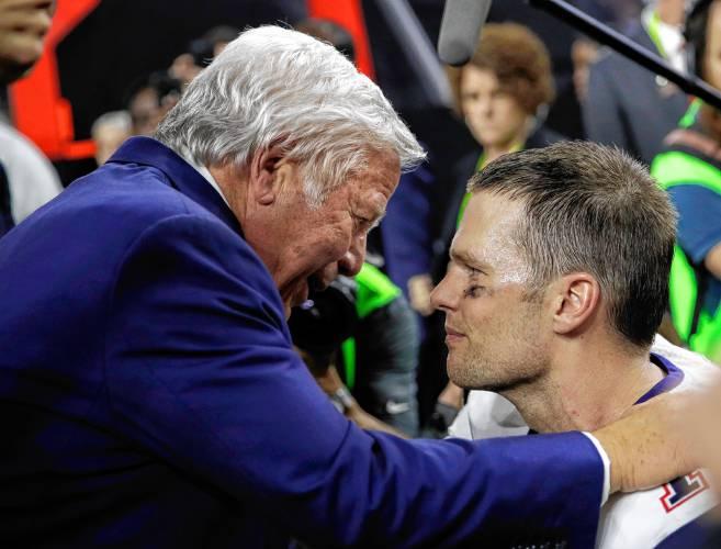 Kraft gives Tom Brady's mother a Super Bowl ring