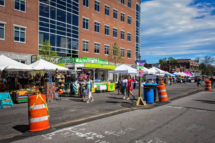 Downtown 4 new attractions at market days this week for Construction piscine zone nh
