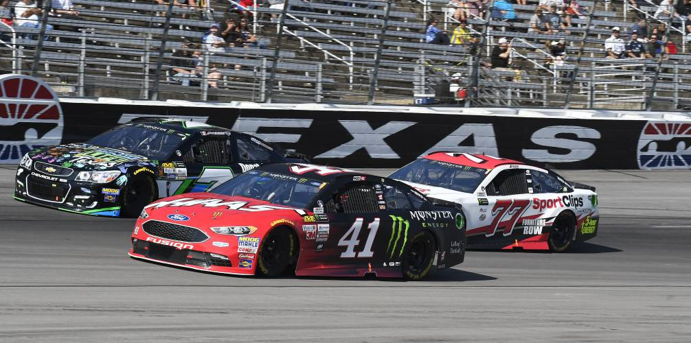 Harvick passes truex for texas win both clinch title shots for Drive a race car at texas motor speedway