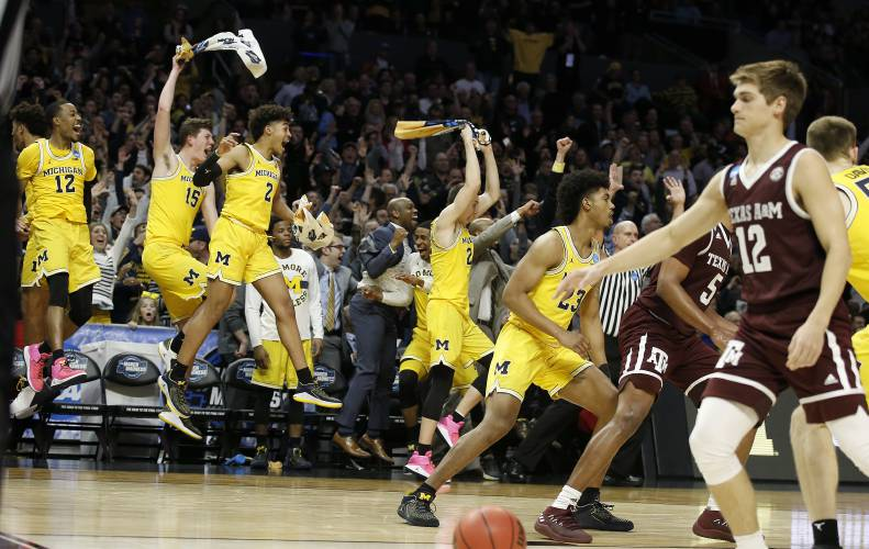 Streaking Michigan routs Texas A&M, 99-72, in West semifinals