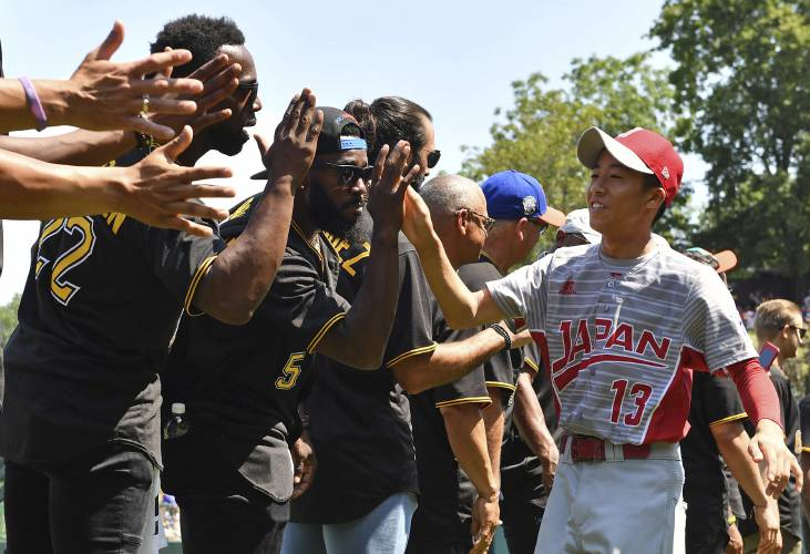 new york eafeb 6eddd Cardinals, Pirates in awe of Little League spectacle