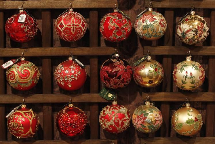 Polish Firm Makes Glass Ornaments