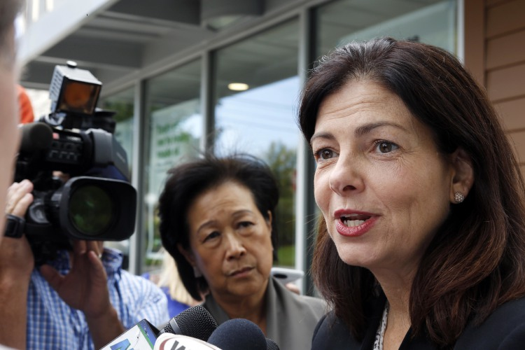 Ayotte stands as only major N H  Republican to renounce Trump