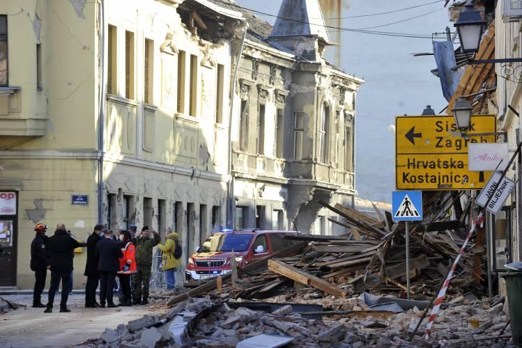Quake Kills 7 Devastates City