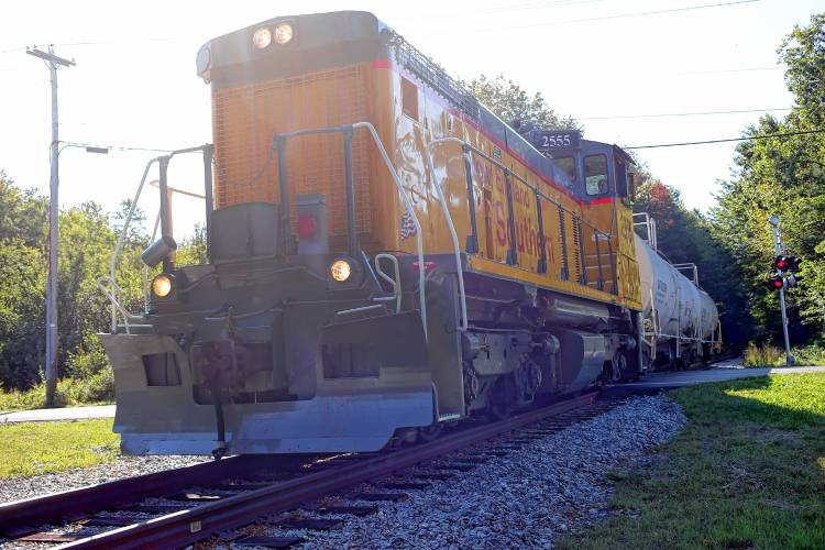 Sale falls through for railroad that runs north from Concord