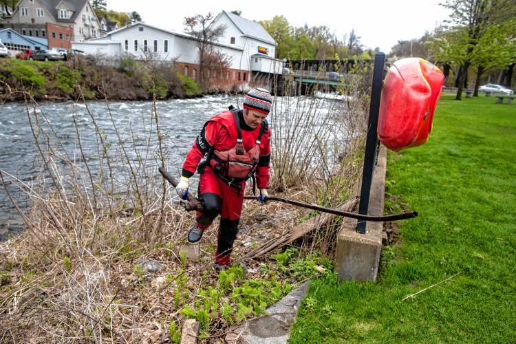 Giving back: Franklin volunteer group cleans up river