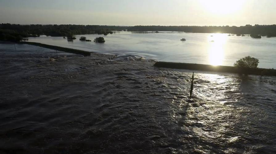 In central U S , levee breaches flood some communities