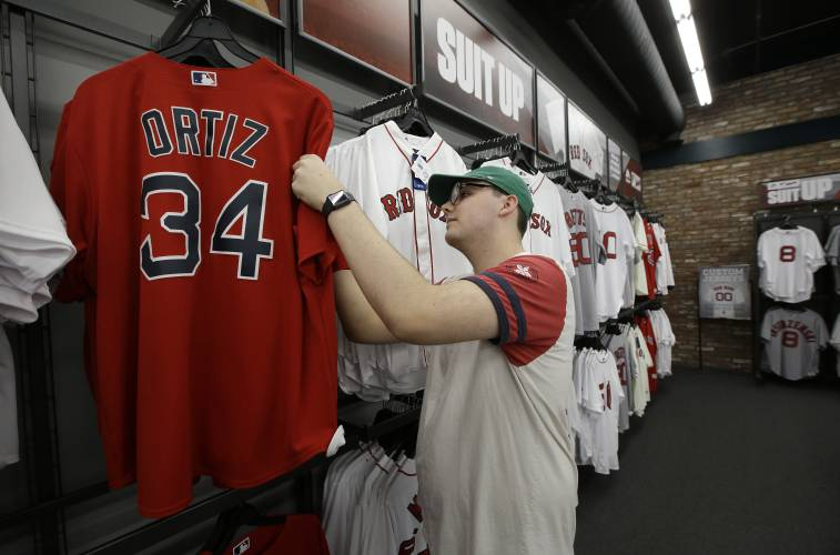 best service f35bf 98e80 Red Sox, Big Papi fans rally around Ortiz after shooting