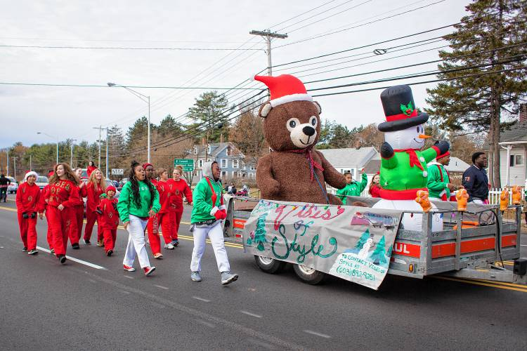 Christmas Homecoming Float.Photos Annual Concord Christmas Parade Complete With Music