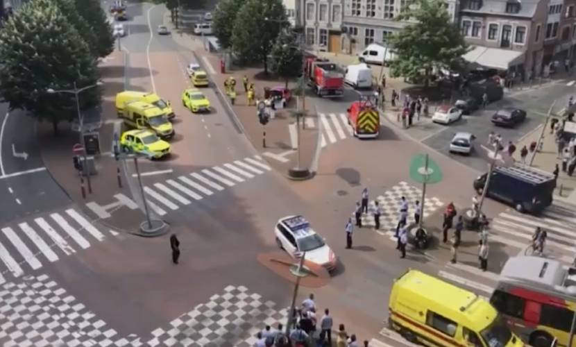 Man kills 3 in Belgium with guns of stabbed police officers