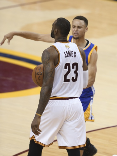 f8275ebcef4 Golden State Warriors guard Stephen Curry reacts to being called for his  sixth foul on Cleveland Cavaliers forward LeBron James (23) during the  second half ...