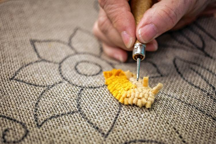 Photos Rug Hooking At Woolen Pear And Red Horse Rugs