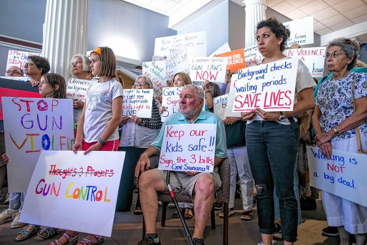Gun control debate hits New Hampshire  Guncontroldebate-08519-ph1