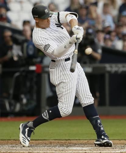best loved 50428 f14b8 Ye Olde Slugfest: Yanks top Red Sox, 17-13, in MLB Euro debut