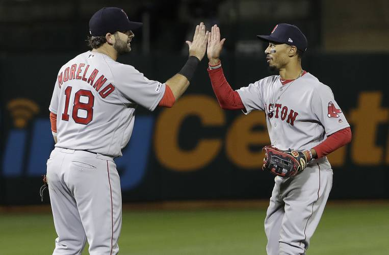 84b75869 Ball bounces Boston's way, Red Sox snap 4-game skid with 2-out rally in 9th