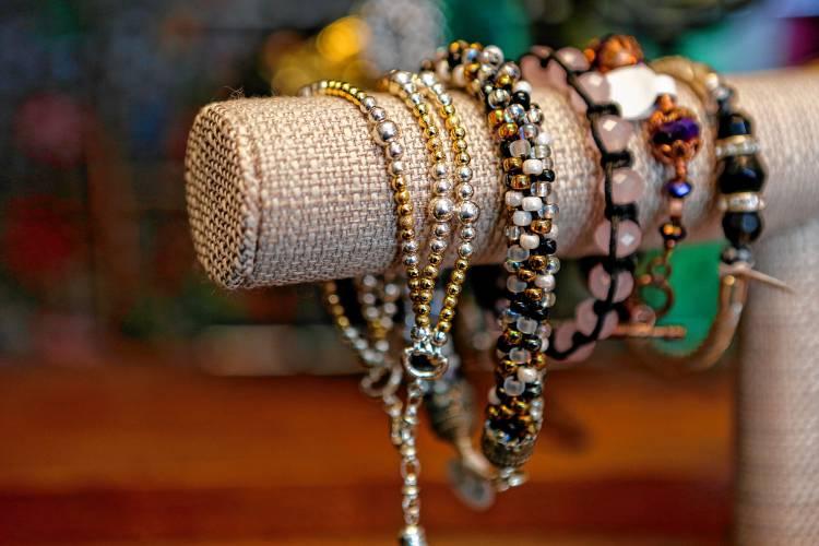 Get a fair shake when selling jewelry solutioingenieria Choice Image